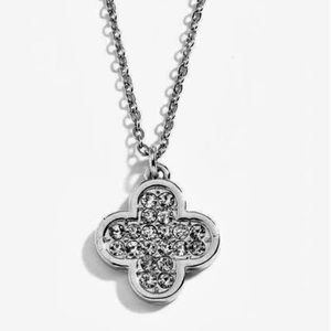 Jewelry - Clover It Necklace